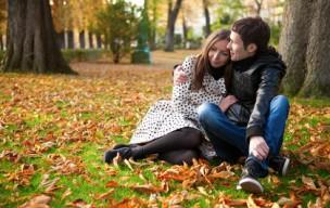 若いカップルのデート画像